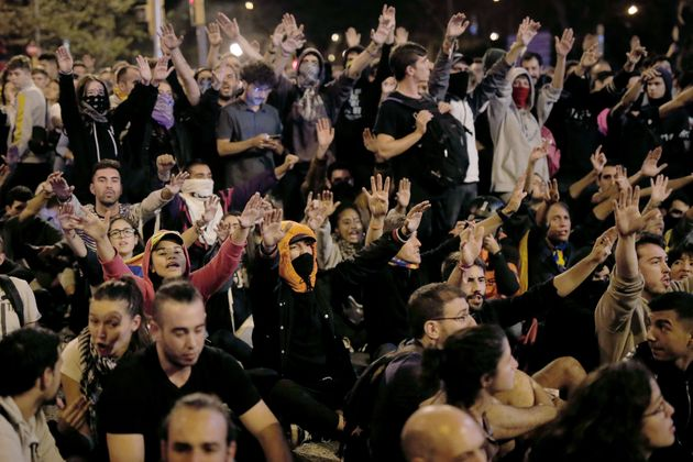 """La noche más """"tranquila"""": 6.000 personas se manifiestan en Barcelona con disturbios"""