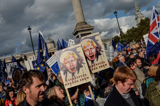 Ενα εκατομμύριο βρετανοί διαδήλωσαν το Σάββατο στο Λονδίνο, ζητώντας νέο δημοψήφισμα για το Brexit.