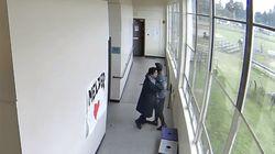 이 남자는 '포옹'으로 총기 든 학생을