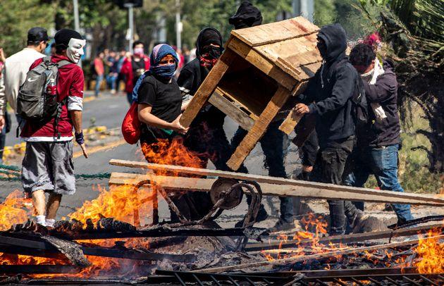 Χιλή: Τρεις νεκροί στις μεγάλες ταραχές λόγω των αυξήσεων στις τιμές των