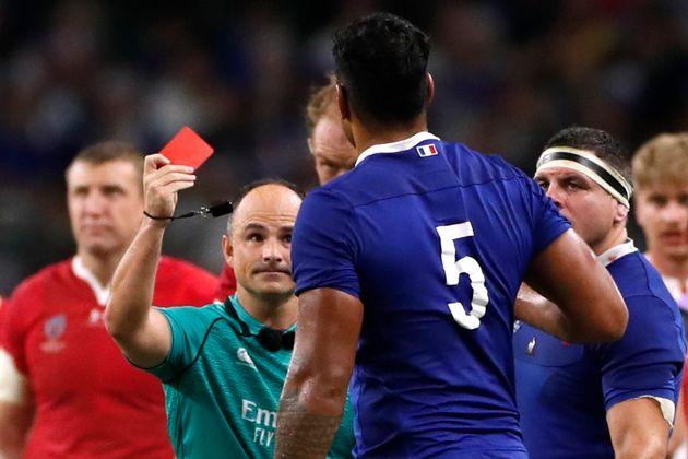 Sébastien Vahaamahina reçoit un carton rouge lors de France - Pays de Galles en quart de...