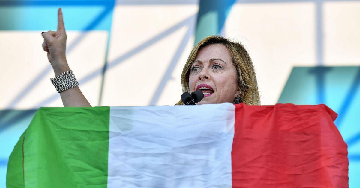 """Giorgia Meloni: """"No a genitore uno e genitore due. Sono donna cristiana e madre"""""""