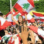 Liban: la contestation gagne de l'ampleur, une foule de manifestants dans la