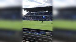 Un parachutiste s'invite sur la pelouse du match Sassuolo-Inter