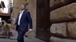 Nello spot della Leopolda Renzi esce da un palazzo, ma il portone è chiuso. L'ironia dei