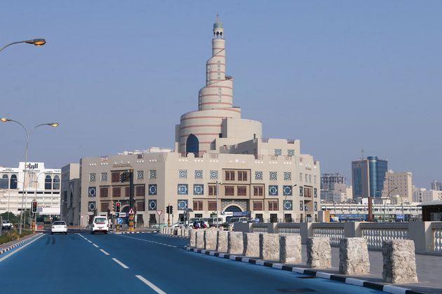 À Doha, des routes ont même été repeintes en bleu pour essayer de faire baisser...