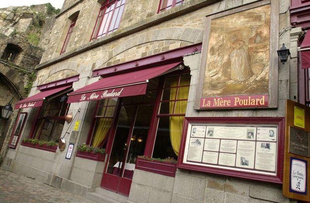 Le restaurant La Mère Poulard au Mont-Saint-Michel endommagé après un feu de