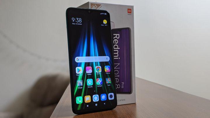 Xiaomi Redmi Note 8 Pro and box.