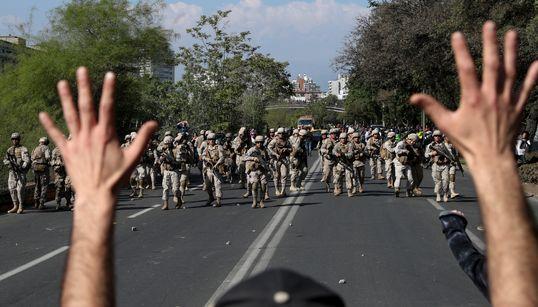 """ESTESO LO STATO D'EMERGENZA - Dieci vittime in Cile durante le proteste. Pinera: """"Siamo in"""