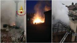 L'intervento dei pompieri per domare le fiamme sul tetto della Cavallerizza Reale