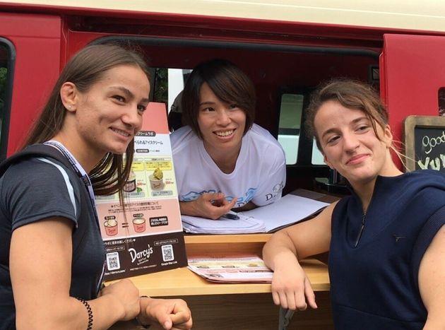 柔道の世界選手権の会場では、ともに世界で戦った選手も数多く訪れた