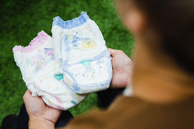 保育園では、2種類の絵柄のおむつを子どもに見せて、選んでもらうことがあるという
