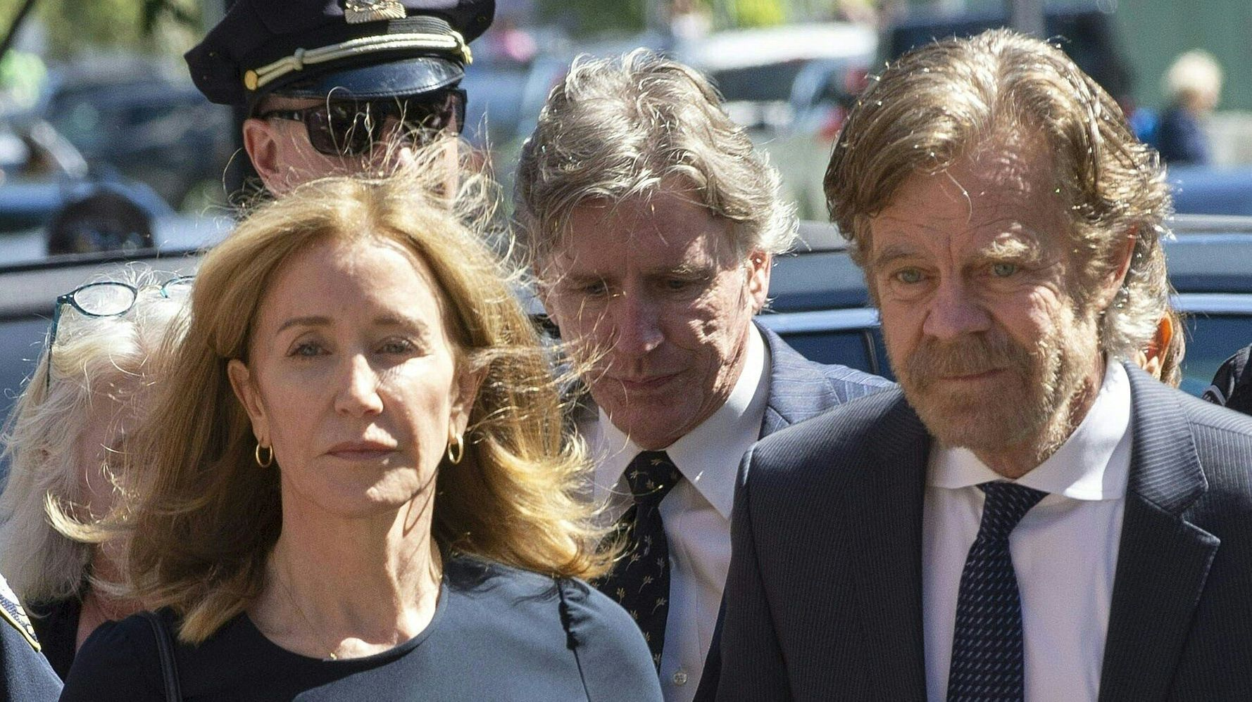 Westlake Legal Group 5dad7a84210000621b34a8b5 See Felicity Huffman In Her Prison Uniform As William H. Macy Visits