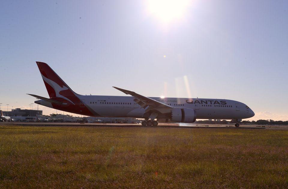 미국 뉴욕을 출발해 호주 시드니에 도착한 QF7879편 여객기의 모습. 애초 중장거리 여객기로 설계된 보잉 787-9는 이번 시험비행을 위해 무게를 대폭 줄여야만
