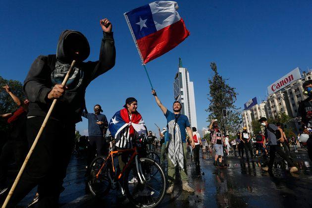 Protesta contra el Gobierno de Sebastián Piñera en Santiago de Chile este domingo, 20 de