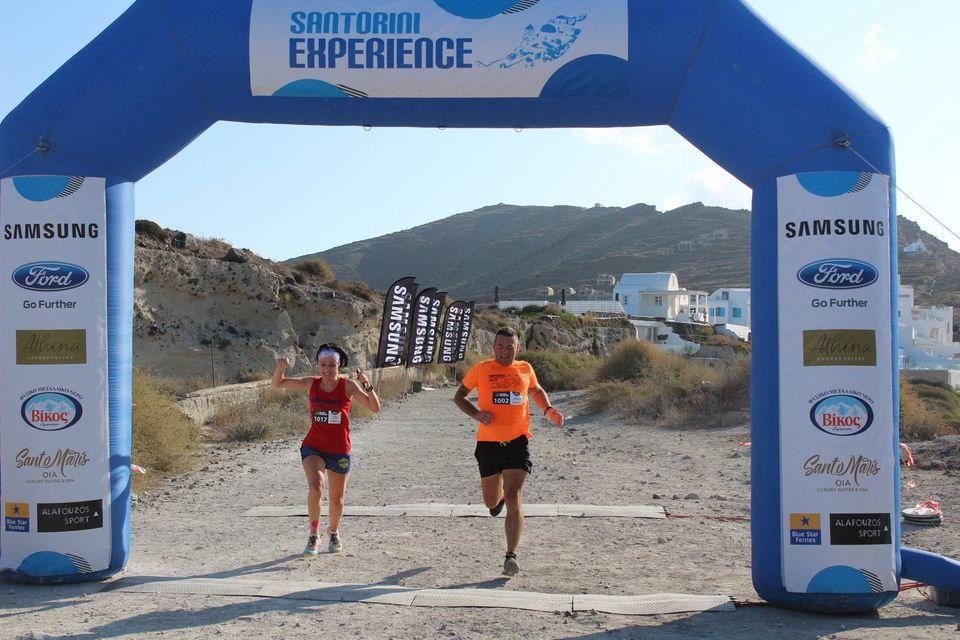 Τερματισμός των δρομέων του Santorini Experience
