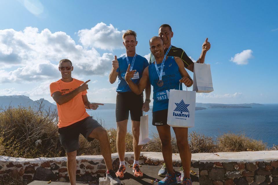 Ο Ολυμπιονίκης Περικλής Ιακωβάκης με τους τρεις πρώτους δρομείς των 15χλμ by