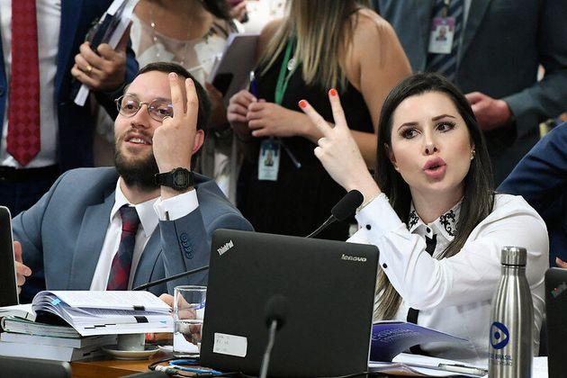 A briga do PSL fezque os deputados Caroline de Toni (PSL-SC) e Filipe Barros (PSL-PR) fossem substituídos...