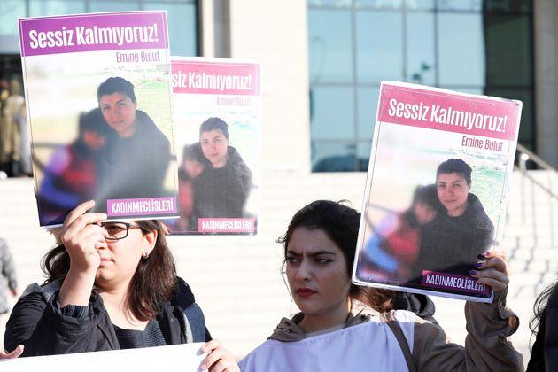 Emine Bulut a été tuée par son ex-compagnon devant leur enfant. Ce féminicide...