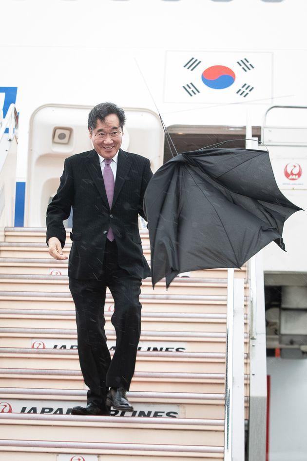 나루히토(德仁) 일왕 즉위식 참석차 일본을 방문한 이낙연 국무총리가 22일 일본 하네다공항에 도착하고