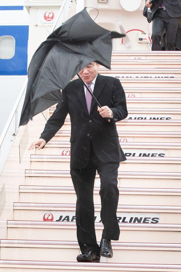 이낙연 총리가 강풍을 뚫고 일본에