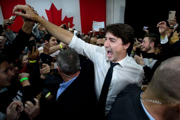 Justin Trudeau, ici lors d'un meeting le 19 octobre, pourrait bien être reconduit comme premier...