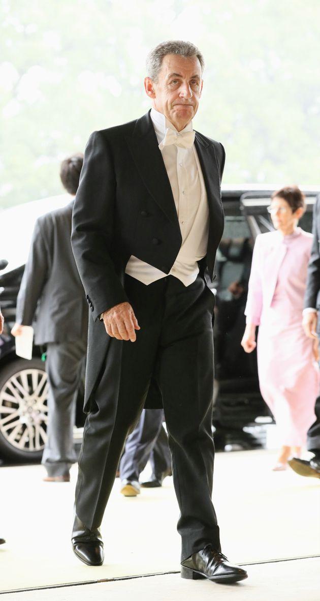 即位礼正殿の儀に参列するため、宮殿に入るフランスのニコラ・サルコジ元大統領=10月22日午後、皇居
