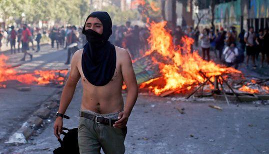 """""""11명 사망"""" 칠레 시위가 최악의 유혈 사태로 번지고"""