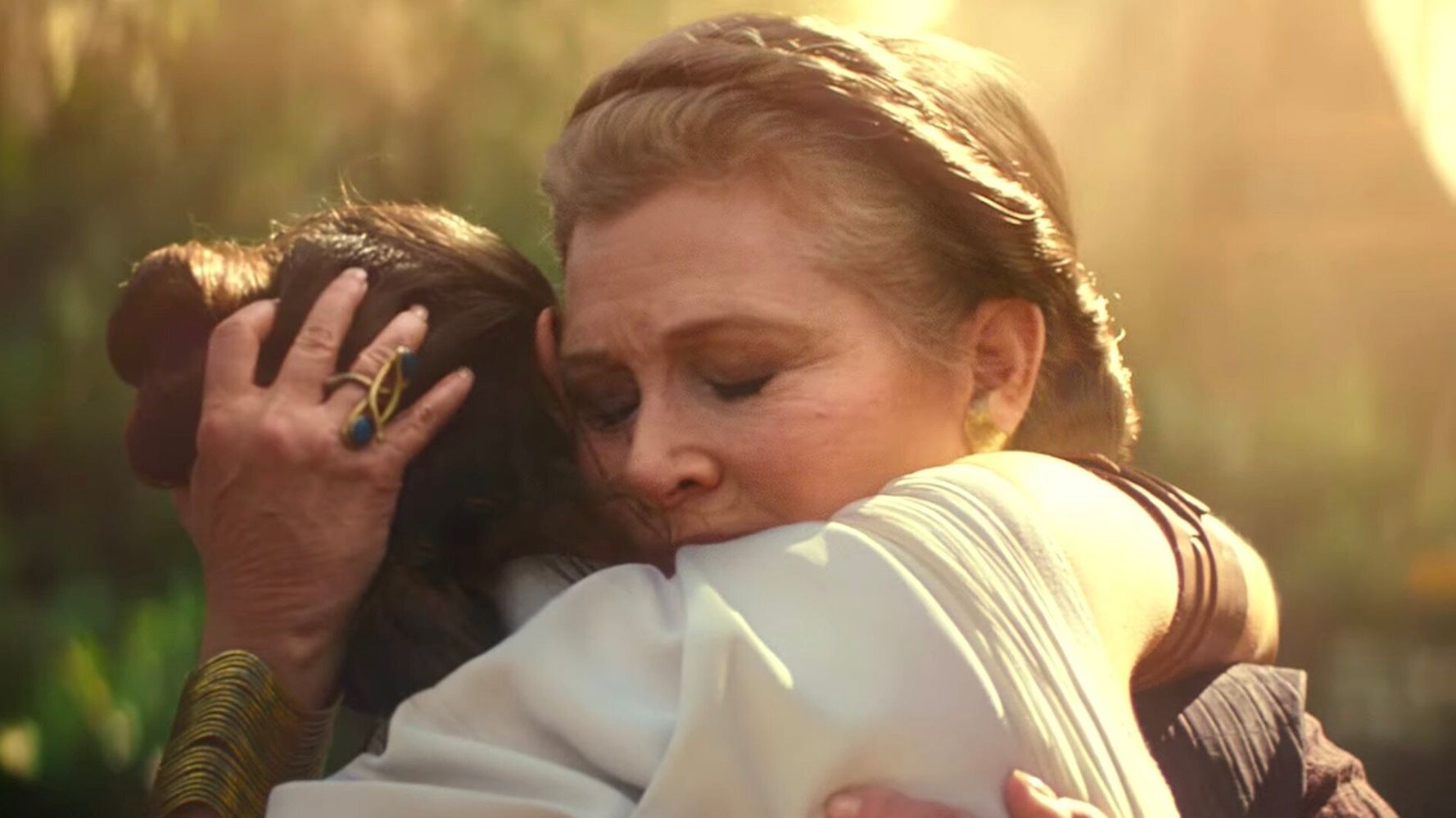 Westlake Legal Group 5daea50f210000ba1e34aa3a Leia Speaks 1 Word In Final 'Star Wars' Trailer And It Reduced Fans To Tears