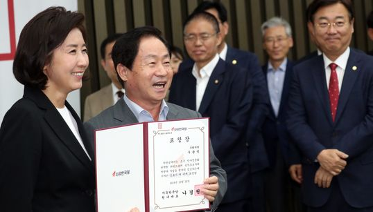 '조국 대전' 승리 자축한 한국당 의원들이 빵 터진 이유