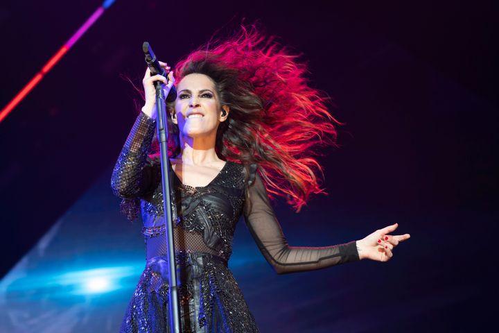 Malú canta en un concierto en el WiZink Center de Madrid.