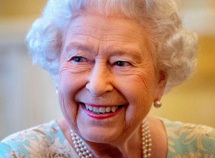 La Regina Elisabetta Ha 94 Anni Gli Esperti Spiegano Come Fa A Sembrare Sempre La Stessa Huffpost Italia Life