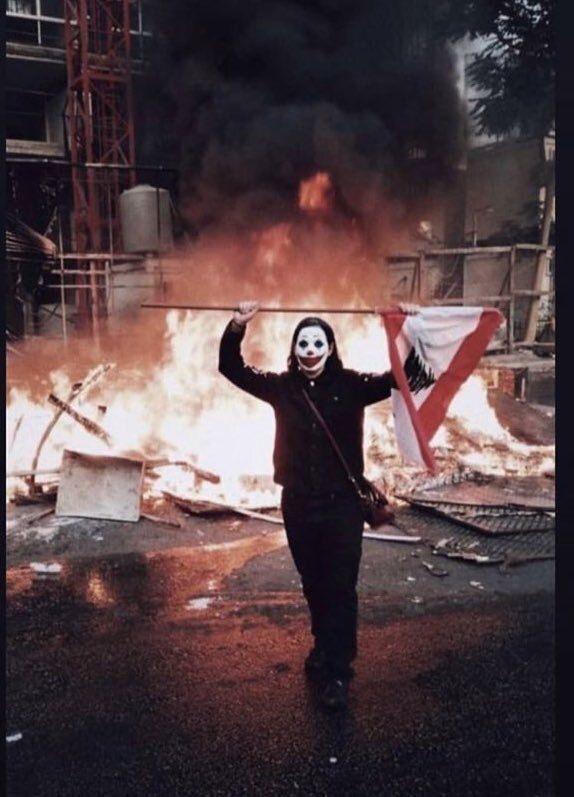 Risultati immagini per protesta con le maschere di Joker