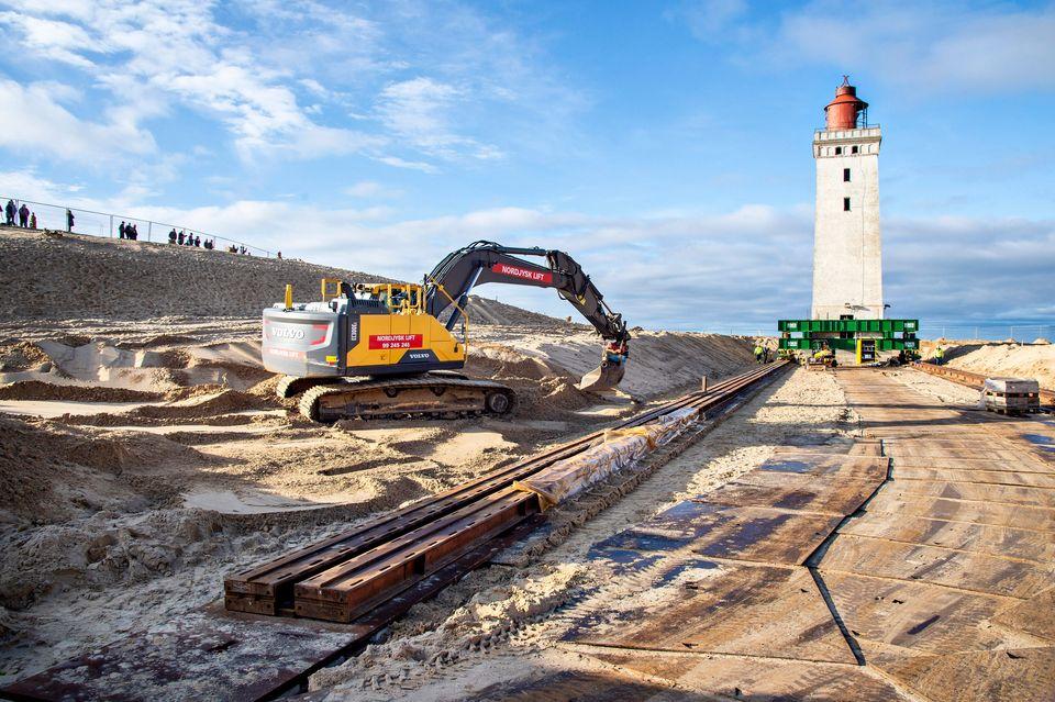 Δανία: Ξεκίνησε η μεταφορά του φάρου του Ρούμπεργκ Κνουντ πάνω σε