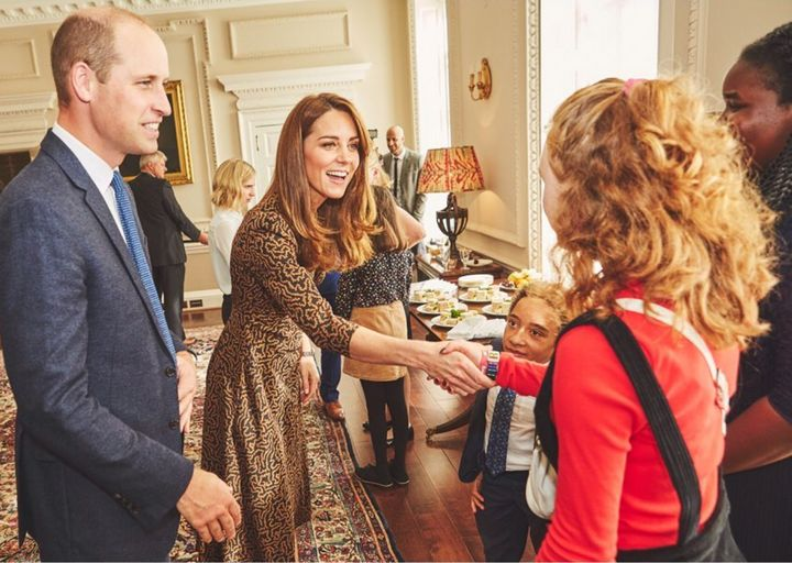 Westlake Legal Group 5daf19b3210000ab21ad38df Kate Middleton And Prince William Had A Surprise Celeb Guest At The Palace