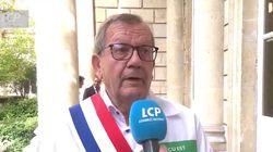 Ce député a sorti sa blouse blanche à l'Assemblée pour soutenir les