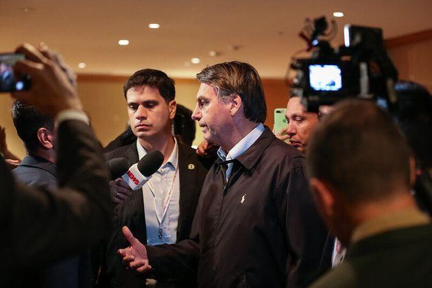 Presidente Jair Bolsonaro falou com a imprensa na chegada ao Hotel Imperial, em Tóquio, no