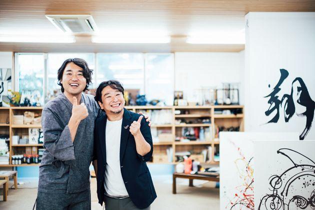 武田双雲さん(左)、山崎大祐さん(右)