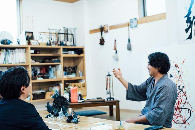 山崎大祐さん(左)、武田双雲さん(右)