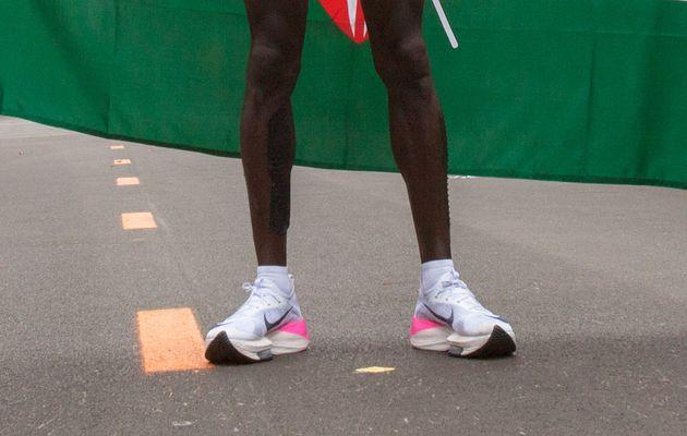 지난 12일 케냐의 마라톤 선수 엘리우드 킵초게가 신고 뛴 나이키의