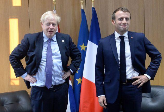 Αναβολή μόνο «ολίγων ημερών» για το Brexit δέχεται η