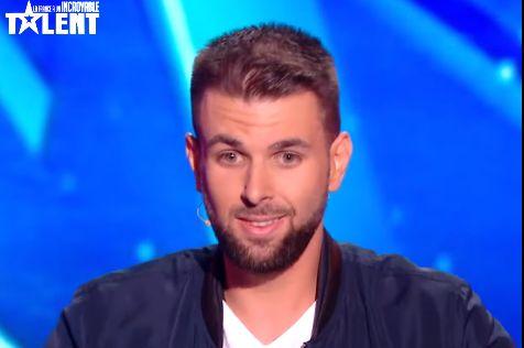 """Valentin Reinehr, humoriste bègue, bouleverse le jury de """"La France a un incroyable talent"""""""