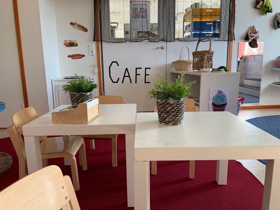 1998년 정부 발표 이전만 해도 카페'는 유치원 여아들이 주로 놀던 공간이었으나 정부가 적극적으로 성평등 교육을 주문하면서 '모두 함께 노는 곳'으로