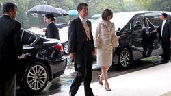 일왕 즉위식 참석한 아베 아키에 여사의 '패션'에 대한 일본 네티즌의