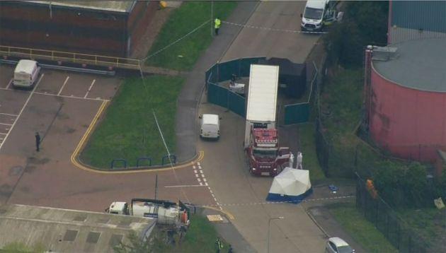 Βρετανία: 39 πτώματα βρέθηκαν σε καρότσα νταλίκας-ψυγείο στο