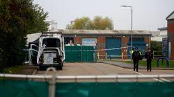 Encuentran 39 cadáveres en un camión cerca de