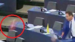 Deputato leghista lancia cioccolato turco davanti al Parlamento europeo