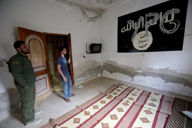 Plus de 100 prisonniers de Daech se sont échappés en Syrie (photo d'un combattant kurde...