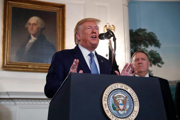 O Tραμπ ανακοίνωσε την άρση κυρώσεων στην