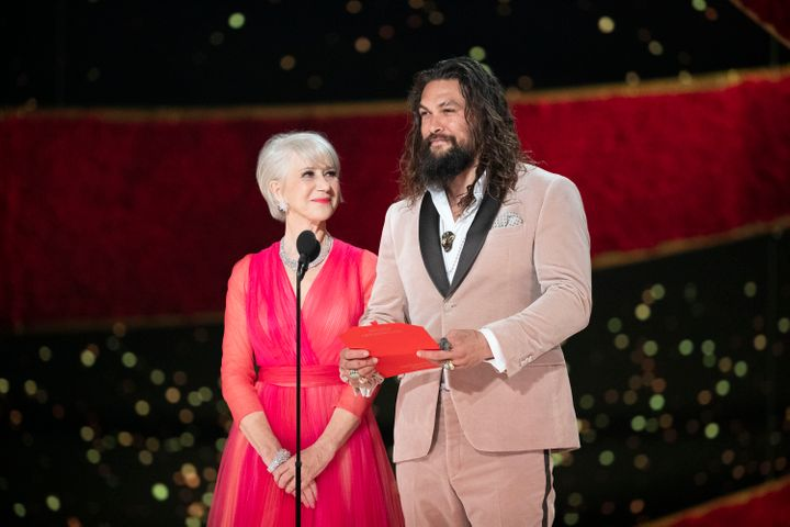 Helen Mirren and Jason Momoa together at the 2019 Academy Awards ceremony.